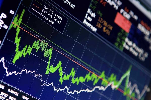 Nhiều cổ phiếu ngân hàng chìm trong sắc đỏ, VN-Index giảm điểm trở lại