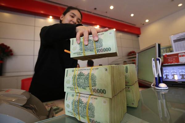 Thu dịch vụ ngân hàng tăng, NIM cải thiện