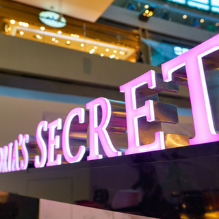 Đế chế Victoria's Secret: Từ 'con gà đẻ trứng vàng' đến khó khăn bủa vây phải 'bán mình'