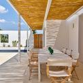 <p> Giống như tên gọi của nó, toàn bộ không gian được sơn màu trắng, nội thất và đồ trang trí cũng được gia chủ ưu tiên sử dụng màu trắng.</p>