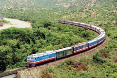 Doanh nghiệp đường sắt vay nợ để trả lương công nhân