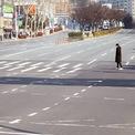 <p> Daegu, thành phố lớn thứ 4 Hàn Quốc, vắng bóng người, hàng quán đóng cửa, khẩu trang cháy hàng khi xuất hiện hàng chục ca nhiễm virus Covid-19. Hàn Quốc ngày 23/2 ghi nhận 123 ca nhiễm mới, nâng tổng số người bị nhiễm lên 556, trong đó 4 người đã tử vong. Ảnh: <em>Yonhap</em>.</p>