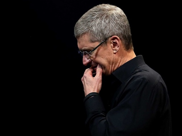 tim-cook-persecuted-by-a-stalk-2320-9458
