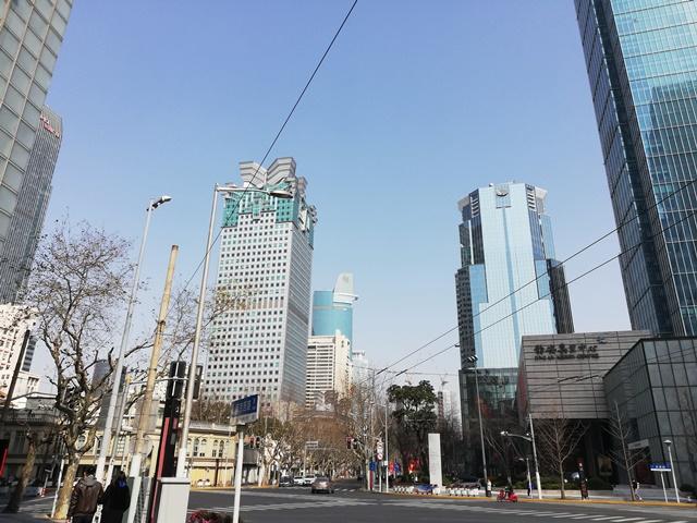 Bầu trời Thượng Hải ngày 22/2. Ảnh: Nikkei.