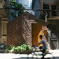 """<p class=""""Normal""""> Ngôi nhà được thiết kế cho một chàng trai trẻ trở về Hà Nội sau một thời gian dài sống ở nước ngoài. Anh muốn một ngôi nhà có không gian riêng tư nhưng cũng rộng mở, nơi có thể thư giãn.</p>"""