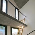 <p> Các vật dụng trong nhà khá đơn giản, hạn chế những thứ to và kềnh càng làm mất diện tích.</p>