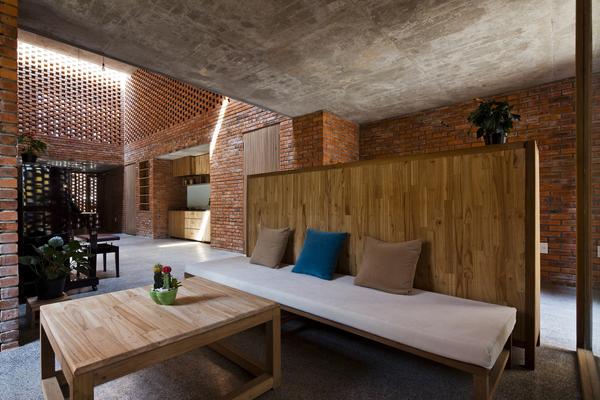 Không gian đẹp bất ngờ bên trong căn nhà gạch chưa đến 500 triệu đồng ở Đà Nẵng