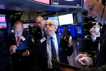 Phố Wall lao dốc, Dow Jones 'bốc hơi' hơn 1.000 điểm do lo sợ virus corona