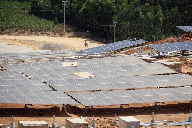 Mòn mỏi chờ giá điện mặt trời