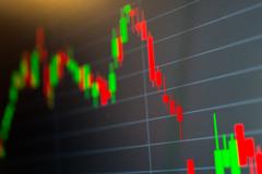 SHB tăng trần, VN-Index giảm gần 14 điểm