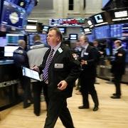 Phố Wall bị bán tháo ngày thứ 4 liên tiếp, Dow Jones mất gần 880 điểm