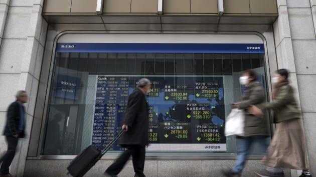 Hàn Quốc không hạ lãi suất để hỗ trợ kinh tế, chứng khoán châu Á tiếp tục giảm