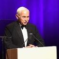 <p> Sau khi bán lại 55% cổ phần củaVictoria's Secret choSycamore Partners,tỷ phú Les Wexner từ chức CEO của L Brands hôm 20/2 sau gần 60 năm đảm nhiệm. Trước đó, ông là CEO có thời gian điều hành dài nhất trong danh sách Fortune 500 (Ảnh: <em>Getty</em>)</p>