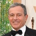 <p> Hôm 25/2, Bob Iger thông báo rời vị trí CEO của công ty Walt Disney sau 15 năm giữ chức. Iger cho biết, ông rời vị trí lãnh đạo để tập trung hơn vào công việc sáng tạo. Kế nhiệm Iger là Bob Chapek - người trước đó phụ trách mảng công viên và sản phẩm của Disney. Dù rời chức CEO, Iger vẫn ở lại Disney đến ngày 31/12/2021, trong cương vị chủ tịch điều hành. (Ảnh: <em>Getty Images</em>)</p>