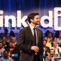 <p> Giám đốc điều hành LinkedIn Jeff Weiner mới đây cũng tuyên bố rời khỏi vị trí CEO mạng xã hội nghề nghiệp này vào tháng 6 năm nay sau 11 năm điều hành. Weiner cho biết ông đã thảo luận về kế hoạch từ chức với CEO Satya Nadella của Microsoft từ mùa hè năm ngoái. Weiner sẽ đảm nhận vai trò mới là chủ tịch điều hành của LinkedIn. (Ảnh: <em>Getty Images</em>)</p>