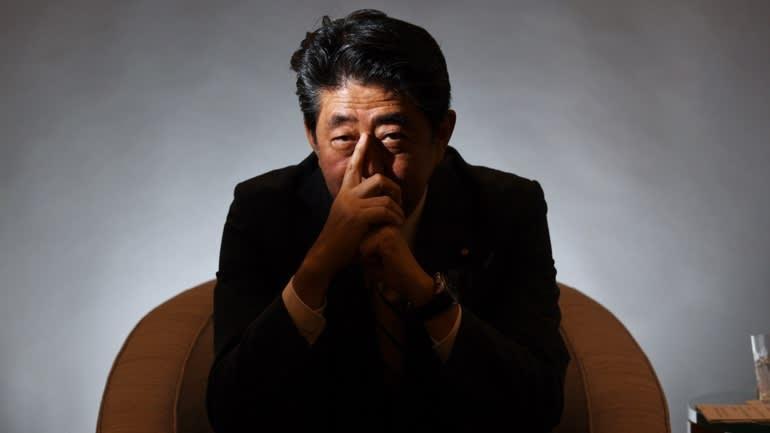 Virus, thiên tai, thuế 'hợp lực' đẩy Nhật Bản vào suy thoái