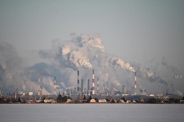 Giá dầu tiếp tục giảm, xuống thấp nhất hơn 12 tháng