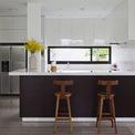 <p> Phòng bếp hài hòa trong không gian chung của tầng trệt, hoàn toàn mở.</p>