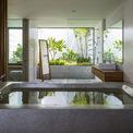 <p> Một số khu vực khác được thiết kế với cảm hứng mở, cửa kính trong suốt, hướng ra ngoài với vườn cây xanh dịu mát.</p>