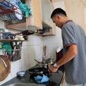 <p> Anh Nguyễn Văn Bảo Cường, 38 tuổi, chủ sở hữu một căn hộ 44 m2 tại lầu 1, chung cư Thái An 4 cho biết đã sinh sống tại đây từ năm 2012. Khi đó, vợ chồng anh mới chỉ có cậu con trai đầu lòng, bây giờ đã sinh thêm một cô con gái nhỏ.</p>