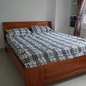 <p> Phòng ngủ được kê một chiếc giường cùng với tủ quần áo nhỏ. Cả căn hộ chỉ có một nhà vệ sinh chung. Chủ căn hộ cho biết có thể cho thuê với mức giá 6-7 triệu đồng/tháng.</p>