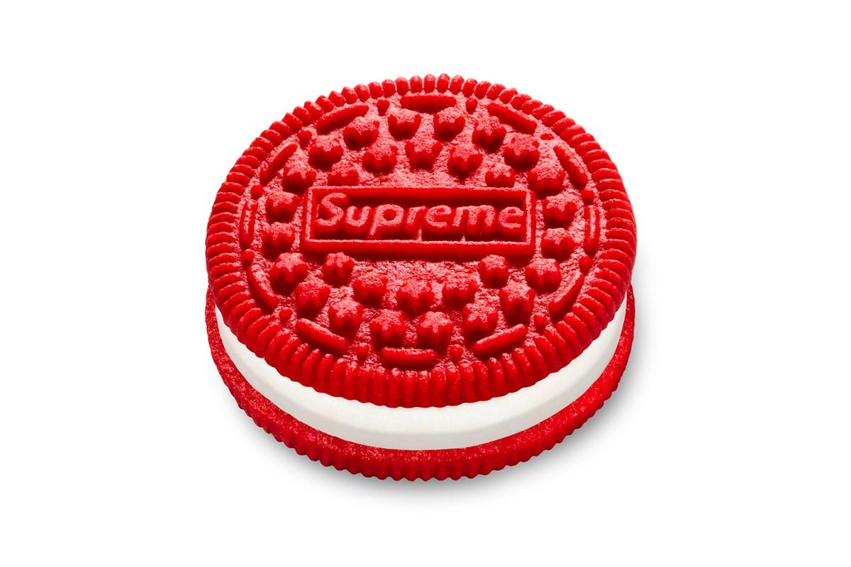 Một gói bánh Oreo mang logo Supreme được đấu giá 345 triệu đồng