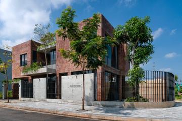 Nhà ở Đà Nẵng được thiết kế thô để 2 cô con gái thoả sức sáng tạo