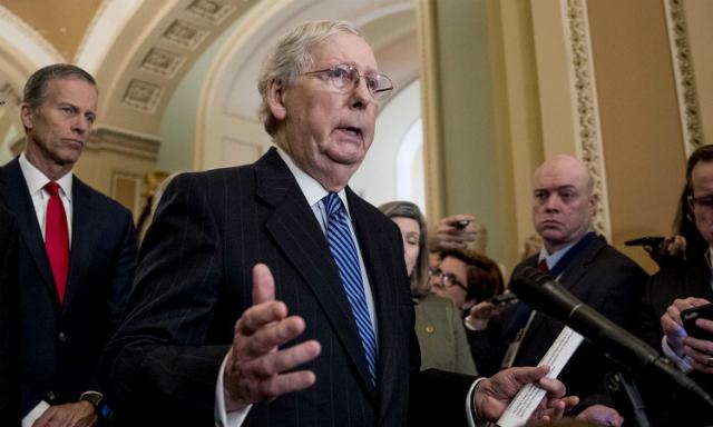 Lãnh đạo phe đa số tại Thượng viện Mitch McConnell nói về tình hình Covid-19 hôm 4/3. Ảnh: AP.