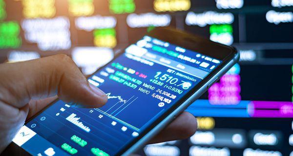 VCB bật tăng mạnh, VN-Index thu hẹp đà giảm