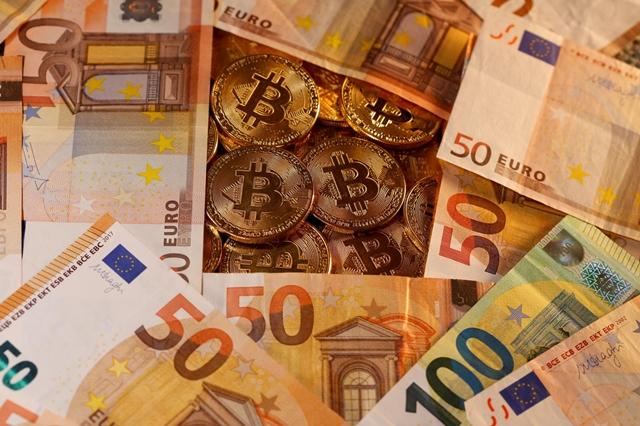 Liên minh châu Âu sẽ phác thảo một bộ quy chuẩn trong năm nay, đưa tiền điện tử vào một khuôn khổ hiện hành hoặc phát triển một bộ luật hoàn toàn mới. Ảnh: Business Times.