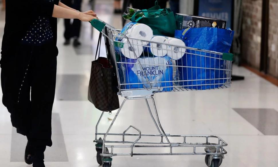 Ba phụ nữ đánh nhau vì một bịch giấy vệ sinh ở Australia