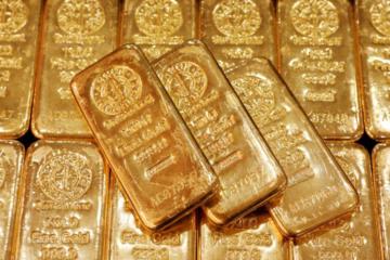 Vàng thế giới vượt 1.700 USD/ounce, trong nước cũng tăng cả triệu đồng/lượng