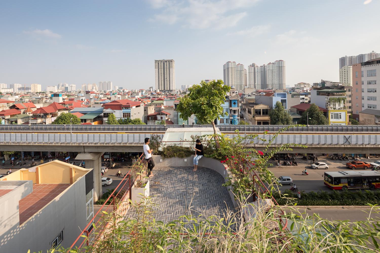 Ngôi nhà Hà Nội có 2 lớp mặt tiền, tách biệt với ồn ào của phố lớn - Ảnh 9.