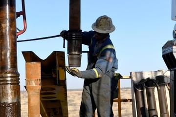 Giá dầu giảm gần 25% do cuộc chiến giá Nga - Arab Saudi