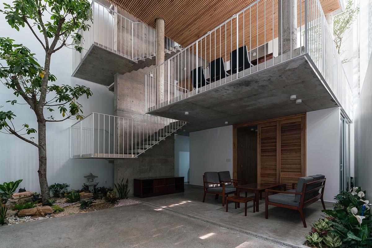 Ngôi nhà Hà Nội có 2 lớp mặt tiền, tách biệt với ồn ào của phố lớn - Ảnh 4.