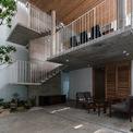<p> Chức năng của ngôi nhà được chia ra thành 2 phần: phần sinh hoạt chung và phần yên tĩnh. Các không gian sinh hoạt chung như phòng khách, thư viện, phòng ăn và bếp được sắp xếp và bố trí với những độ cao sàn khác nhau và kết nối bằng bậc thang.</p>