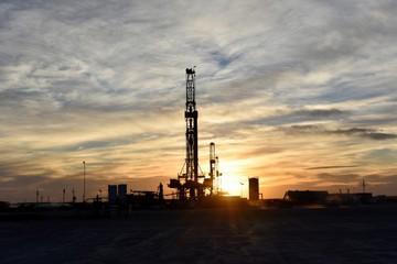 Giá dầu phục hồi 8% sau ngày giảm mạnh nhất từ năm 1991