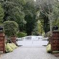 <p> Dimon sở hữu một căn nhà nghỉ dưỡng cuối tuần tại Bedford, New York. Ông mua căn nhà này vào năm 2004 sau khi hoàn tất vụ sáp nhập Bank One vào JPMorgan Chase. Căn nhà này có 10 phòng ngủ và 10 phòng tắm, nằm trên diện tích đất gần 14 hecta.<em> Ảnh: AP</em></p>