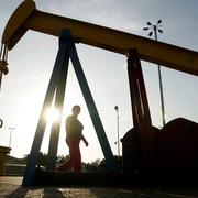 Giá dầu tăng hơn 7% sau ngày giảm mạnh nhất gần 30 năm
