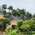 <p> Căn nhà được thiết kế bởi kiến trúc sư chính Võ Trọng Nghĩa cùng đội ngũ cộng sự, tọa lạc tại quận Đông Anh, TP Hà Nội. Nằm trong khu vực có nhiều nhà hàng và biệt thự biệt lập với an ninh tốt, ngôi nhà được thiết kế sân vườn mở để kết nối với thiên nhiên.</p>