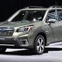"""<p class=""""Normal""""> <strong>Subaru Forester: giảm 180 triệu đồng</strong></p> <p class=""""Normal""""> Tiếp tục chương trình ưu đãi trong tháng 2, Subaru đang giảm giá 180 triệu đồng cho mẫu xe Forester tại Việt Nam, áp dụng cho tất cả các phiên bản. Subaru Forester 2.0L CVT có giá sau ưu đãi là 948 triệu đồng; phiên bản All-new Forester iL 2.0L CVT có giá 967 triệu đồng.</p> <p class=""""Normal""""> <span>Phiên bản Subaru Forester i-S 2.0L- CVT (trang bị camera 360) có giá 1,057 tỷ đồng và bản cao cấp nhất có công nghệ EyeSight giá 1,127 tỷ đồng. (Ảnh: </span><em>Subaru</em><span>)</span></p>"""