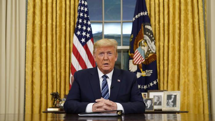 Trump lên tiếng sau khi Phố Wall phải ngừng giao dịch 15 phút