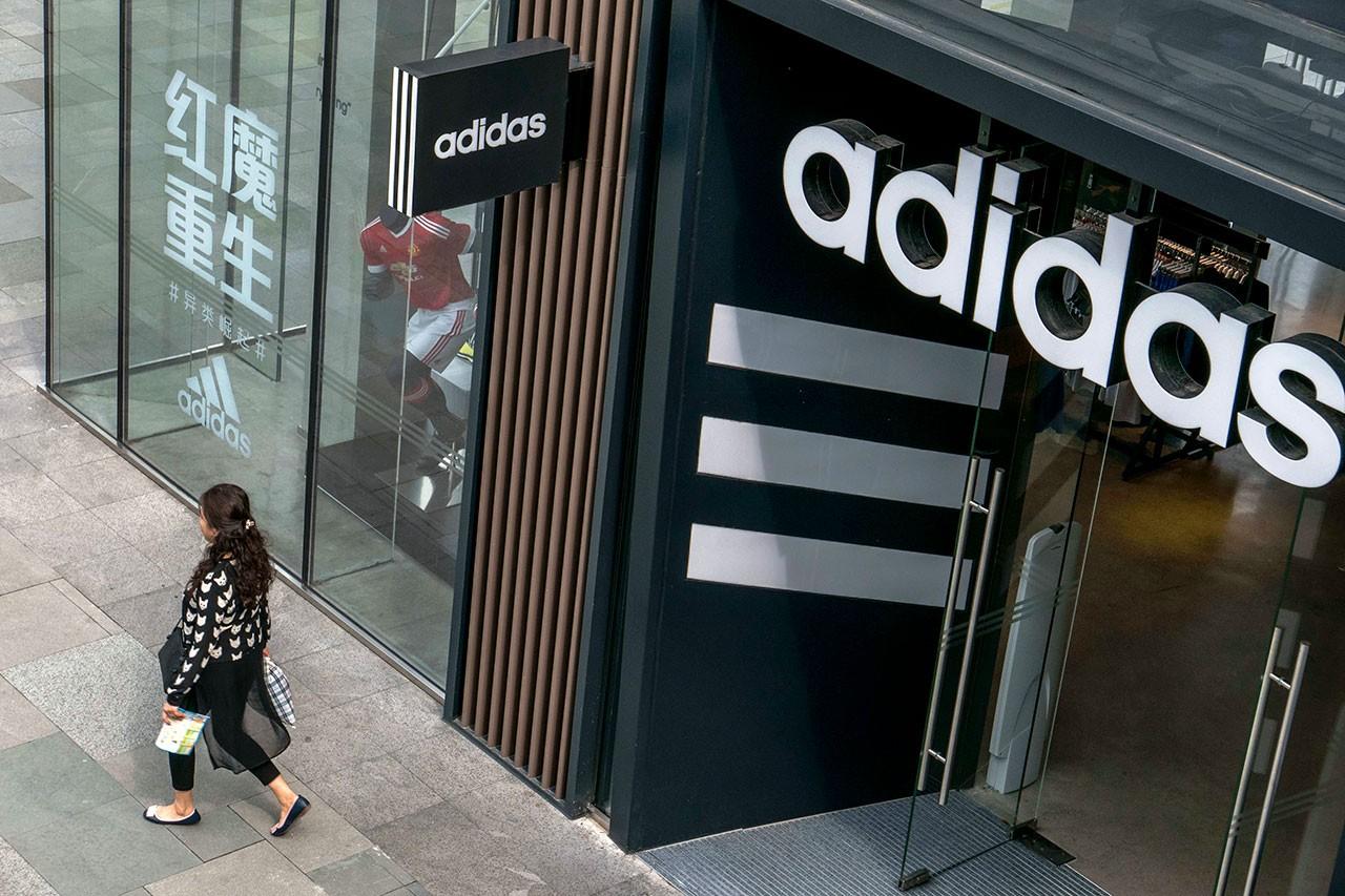 Adidas có thể mất 1 tỷ USD doanh thu bán hàng tại Trung Quốc