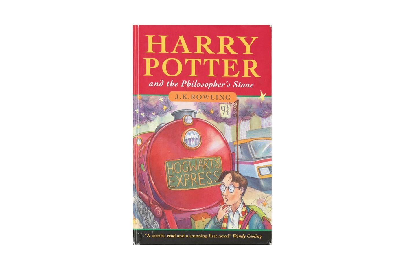 'Harry Potter và Hòn đá phù thuỷ' phiên bản đầu tiên kèm chữ ký được bán gần 3,5 tỷ đồng