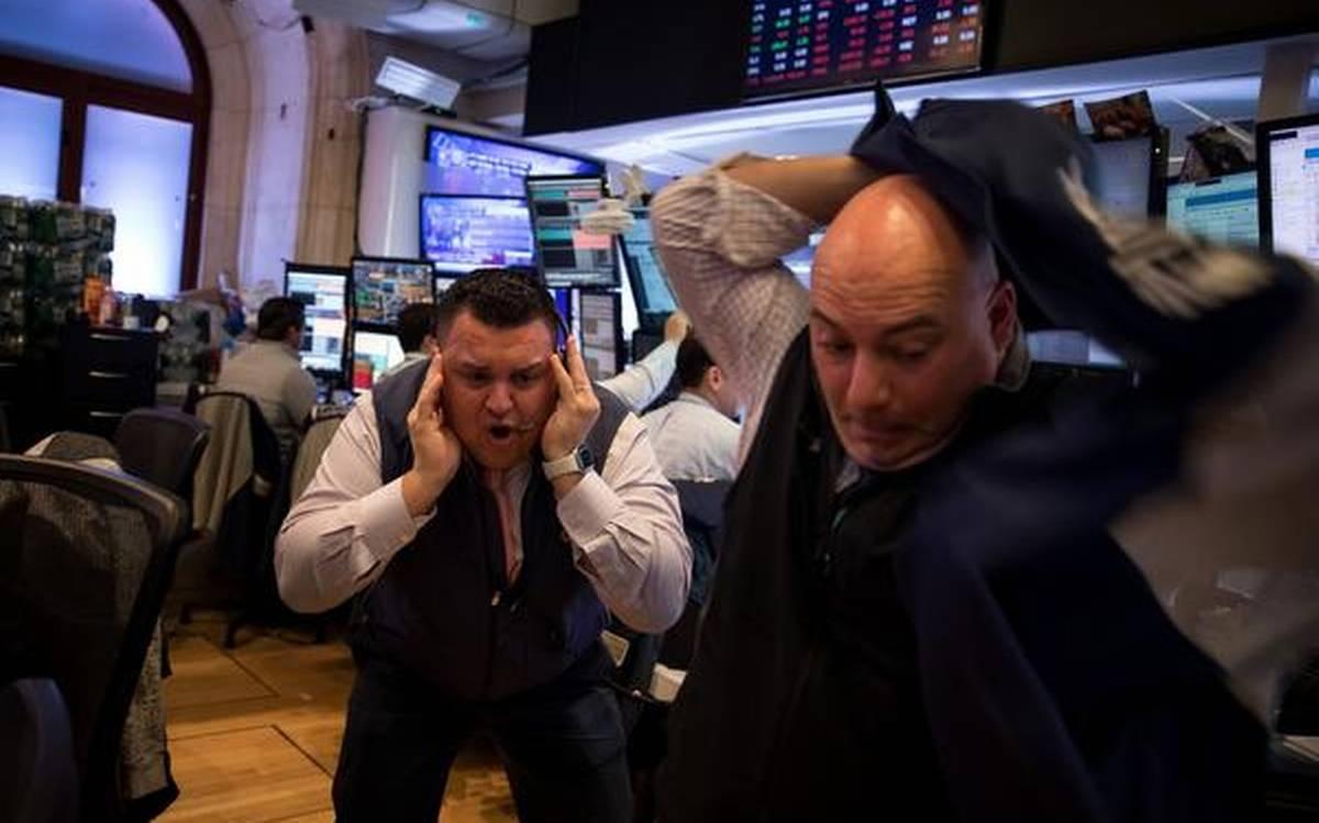 Nhà đầu tư Mỹ bối rối sau ngày giảm mạnh nhất hơn 30 năm của Phố Wall
