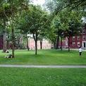 <p> Sau khi tốt nghiệp trường Lakeside vào năm 1973, Gates theo học Harvard. Dù đăng ký vào lớp dự bị ngành Luật nhưng sau đó, Gates nhanh chóng chuyển sang học các lớp nâng cao về toán học và khoa học máy tính. (Ảnh: <em>Scutter/Flickr</em>)</p>