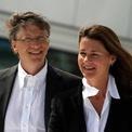 <p> Năm 2000, Gates rời khỏi vị trí CEO Microsoft ở tuổi 45. Ông trở thành người đứng đầu mảng thiết kế phần mềm trong khi Steve Ballmer trở thành CEO của Microsoft. Đây cũng là năm Gates thành lập quỹ từ thiện Bill &amp; Melinda Gates Foundation. (Ảnh: <em>Wikimedia Commons</em>)</p>