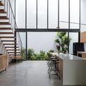 <p> Bếp là không gian chính, nơi các thành viên có thể nhìn vào mọi không gian khác trong nhà.</p>