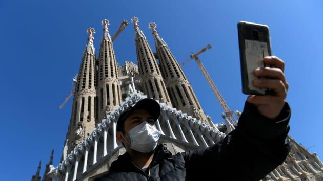 Italia thêm gần 3.500 ca nhiễm Covid-19 mới, nhiều nước siết chặt kiểm soát dịch