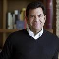 """<p> <strong>John Pritzker, người sáng lập và CEO của Geolo Capital</strong>– hiện đầu tư vào 7 khách sạn tại Mỹ. """"Tôi tránh xa nơi đông người, giữ gìn vệ sinh và những người xung quanh tôi cũng áp dụng các biện pháp tương tự. Tôi cũng bổ sung vitamin C/A, B3 và thường xuyên tập thể dục"""". (Ảnh: <em>Geolo Capital</em>)</p>"""